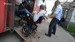 Как инвалид-колясочник передвигается на казанских автобусах