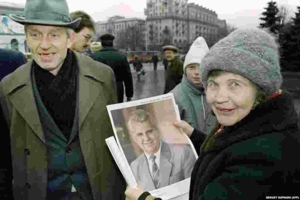 А ось так агітували за Леоніда Кравчука в центрі Києва30 листопада 1991 року–у переддень референдуму за незалежність України і президентських виборів