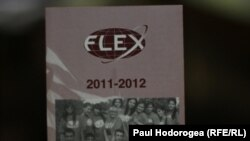 FLEX programmasy 14-16 ýaş aralygyndaky ýokary klas mekdep okuwçylaryna niýetlenendir.