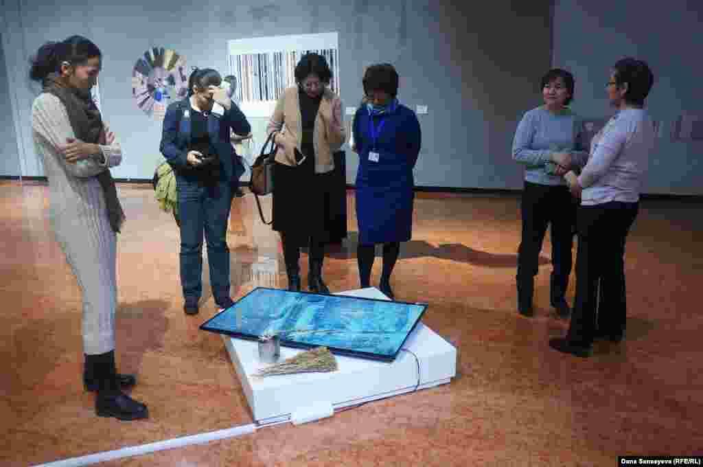 """Большинство работ выставки """"Время и Астана: после будущего"""" были выполнены с помощью современных технологий и видеоформата."""