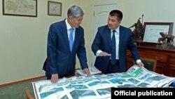 Президент Алмазбек Атамбаев жана мэр Айтмамат Кадырбаев