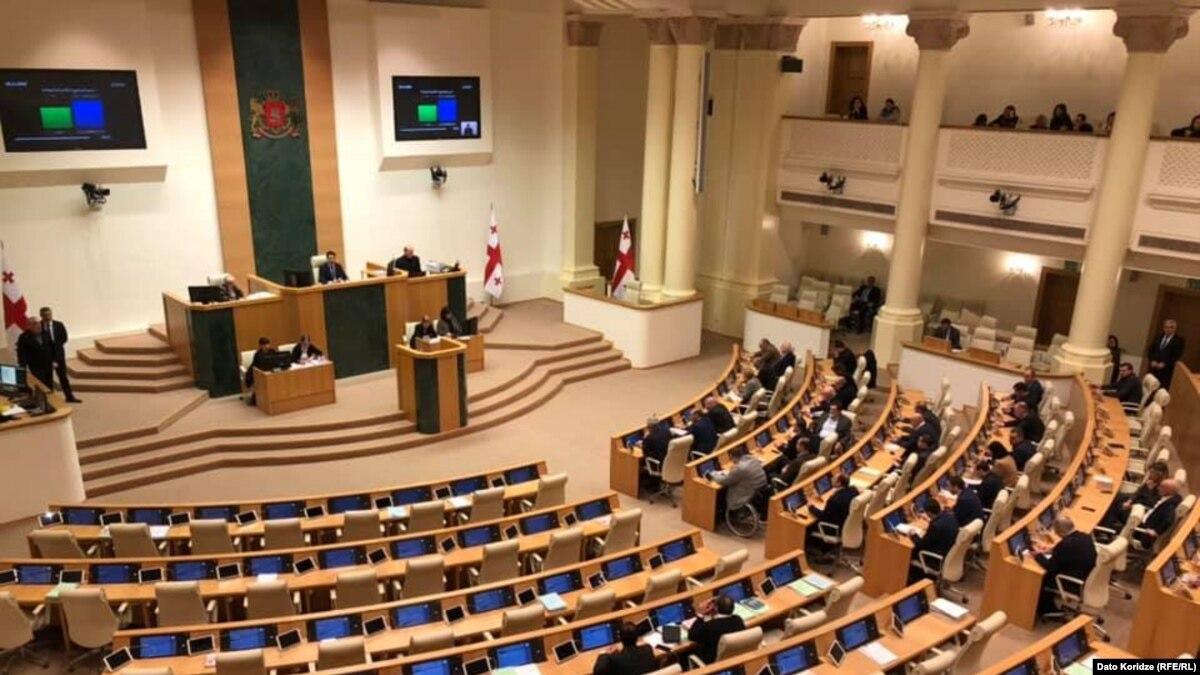 В Грузии правящая партия и оппозиция договорились относительно избирательной системы и освобождения «политзаключенных»
