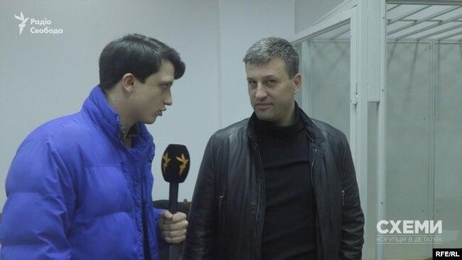 На більшість питань журналістів Нечипоренко не відповів