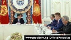 Президент Сооронбай Жээнбеков на встрече с представителями ЕАБР.