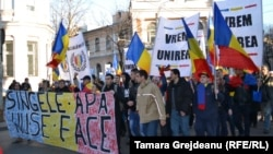 Марш в честь Национального дня Румынии и объединения Румынии и Молдовы. Кишинев, 1 декабря 2013 года.