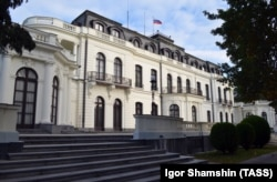 The Russian Embassy in Prague's well-to-do Bubenec district. (file photo)