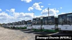 """""""Автопарк"""" компаниясына тиесілі жолаушылар автобусы."""