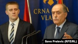 """Igor Lukšić i Milan Roćen na konferenciji za novinare povodom listinga objavljenih u """"Danu"""", 4. decembar 2011."""