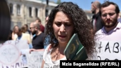 По словам Лейлы Мустафаевой, слежку за ее семьей проводила группа людей из семи-восьми человек, на вид азербайджанцев