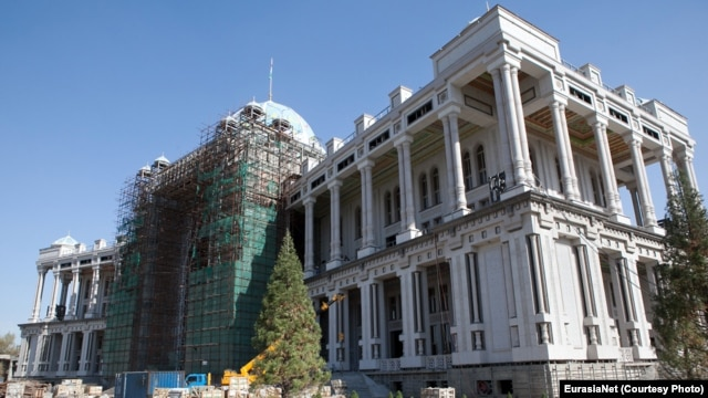 The finishing touches are being applied to what has been described as the world's largest teahouse, in the Tajik capital, Dushanbe.