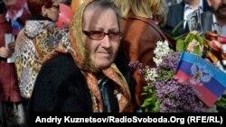 У Луганську 9 травня святкують з прапорами «Луганської народної республіки»