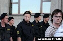 «Людзьмі звацца!» Пратэстная «маўклівая» акцыя ў Менску 22 чэрвеня 2011.