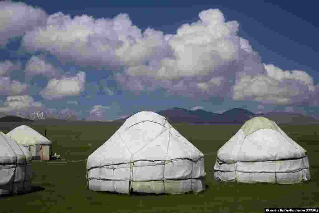 Сутки проживания в юрте обойдутся туристу в 400 сомов.