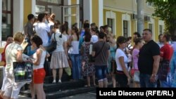 Rânduri la admitere, Chişinău, iulie 2012