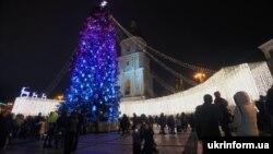 Безсніжний Новий рік у Києві на Софійській площі
