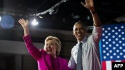 Хиллари Клинтон и Барак Обама (предвыборный митинг в Северной Каролине 5 мюля 2016 года)