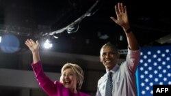 باراک اوباما که در گردهمایی انتخاباتی هیلاری کلینتون
