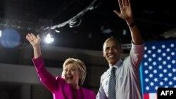 Барак Абама і Гілары Клінтан падчас мітынгу ў Шарлоце