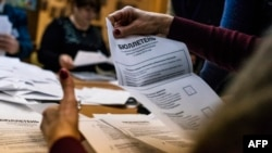 Ուկրաինա - Ընտրական հանձնաժողովն ամփոփում է անջատականների քվեարկության արդյունքները, Դոնեցկ, 2-ը նոյեմբերի, 2014թ.