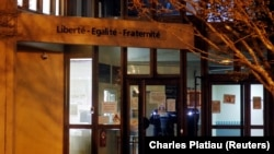 Местото на нападот во предградиото на Париз.