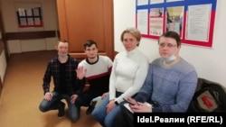 Светлана Марина (в центре), Вадим Ананьин (крайний справа)