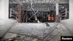 البوابة الر ئيسية لوزارة الداخلية السورية بعد تعرضها لانفجار في 12كانون