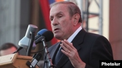 Armenia - Former President Levon Ter-Petrosian addresses an opposition rally in Yerevan, 24Oct2014.