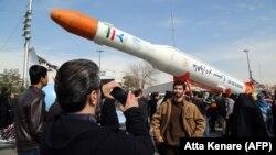 Raketë iraniane, foto nga arkivi