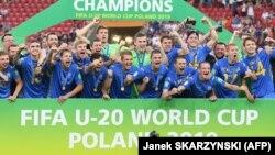 Українська «молодіжка» святкує перемогу на чемпіонаті світу з футболу серед спортсменів віком до 20 років