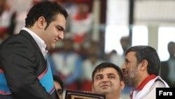 بهداد سلیمی(چپ) حسین رضازاده، و محمود احمدینژاد