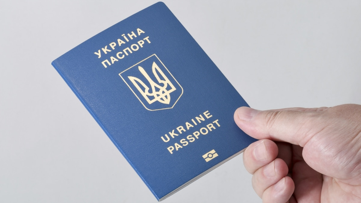 С 1 сентября украинцы смогут путешествовать в Беларусь только с загранпаспортами