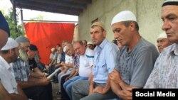Ali Asanovnıñ evinde dua