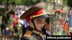 Он еще ходит в детский сад, но уже щеголяет в погонах полковника