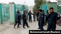 نیروهای امنیتی و پلیس در نزدیکی محل انفجارهای روز شنبه در کابل
