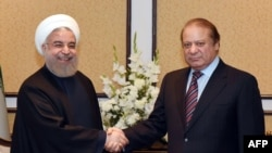 Pakistani Prime Minister Nawaz Sharif (right) met with Iranian President Hassan Rohani (left) at the 10-nation Economic Cooperation Organization summit in Islamabad