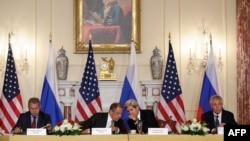 Сергій Шойгу, Сергій Лавров, Джон Керрі, Чак Гейґел (л -> п) на зустрічі у Вашингтоні, 9 серпня 2013 року