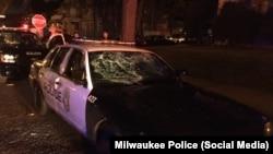 Разбитое стекло в полицейской машине. 13 августа 2016 года.