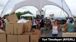 Сбор гуманитарной помощи для пострадавших от наводнения на Кубани. Москва, июль 2012 года