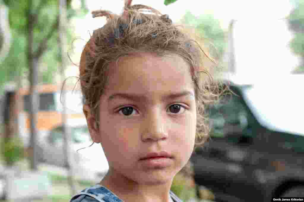 """В большинстве случаев полиция не принимает никаких мер в отношении детей, собирающих милостыню. Но в январе 2016 года министр юстиции Грузии Теа Цулукиани заявила о необходимости принятия законов, которые будут """"защищать детей, живущих и работающих на улицах"""""""