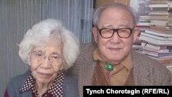 Профессор Ху Чжэнхуа жубайы Фатима апа менен. 22.10.2015.