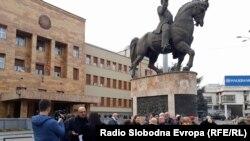 Makedoniya parlamentinin qarşısı