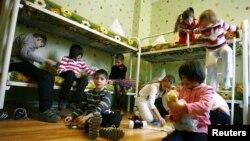 Copii găzduiţi temporar la un centru de plasament
