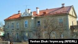 Здание по улице Инженерная Балка, 6 – капитальный двухэтажный дом для нижних чинов