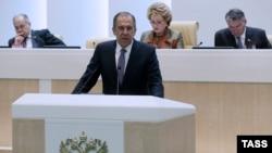 Сергей Лавров Федералдык кеңеште сүйлөп жатат. 20-май, 2015-жыл