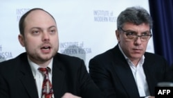 Vladimir Kara-Murza (left) was once a political ally of opposition politician Boris Nemtsov (right), who was shot dead in central Moscow in February.