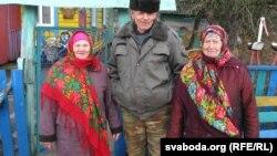 Фёдар Баравы з жонкай і суседкай