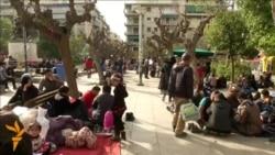 Мигранти заглавени на плоштадите во Атина