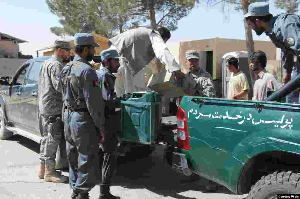 On the ground, Radio Azadi works with local authorities, community leaders, and the Afghan police to coordinate and secure the distribution effort. Here, Afghan police are loading radios onto cars in Shindand province.