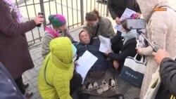 Из Алматы в столицу. Пикетировавшие консульство Китая вышли на протест к посольству