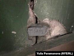 Трещины в стенах внутри дома